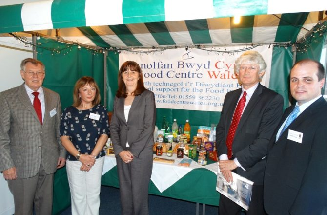 Cabinet Secretary visits Food Centre Wales